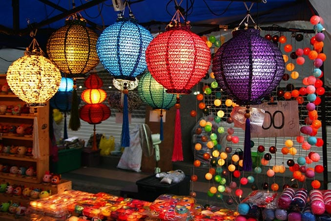 Day-10–Chang-May-Night-market—iStock-1007562846